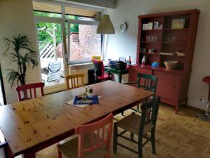 Wohnraum - Tisch mit Stühlen