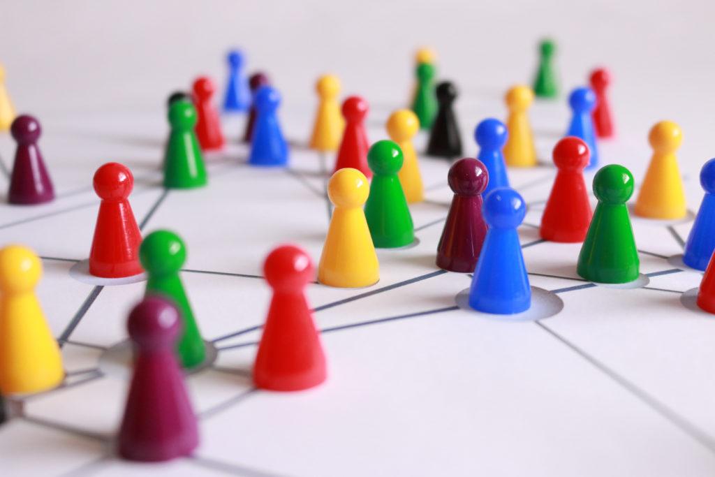 Bunte Hütchenim Netzwerk